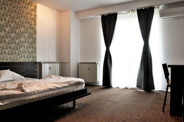 Care sunt avantajele cazarii in regim hotelier?