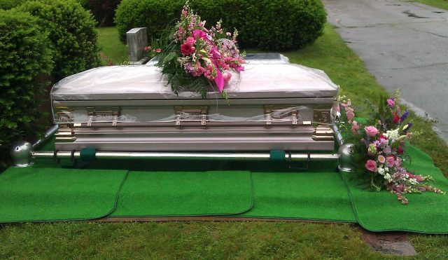 Cat de importante sunt coroanele funerare in cadrul unei inmormantari?